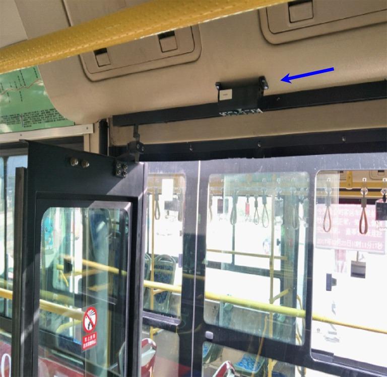 compteur de passagers bus sur porte