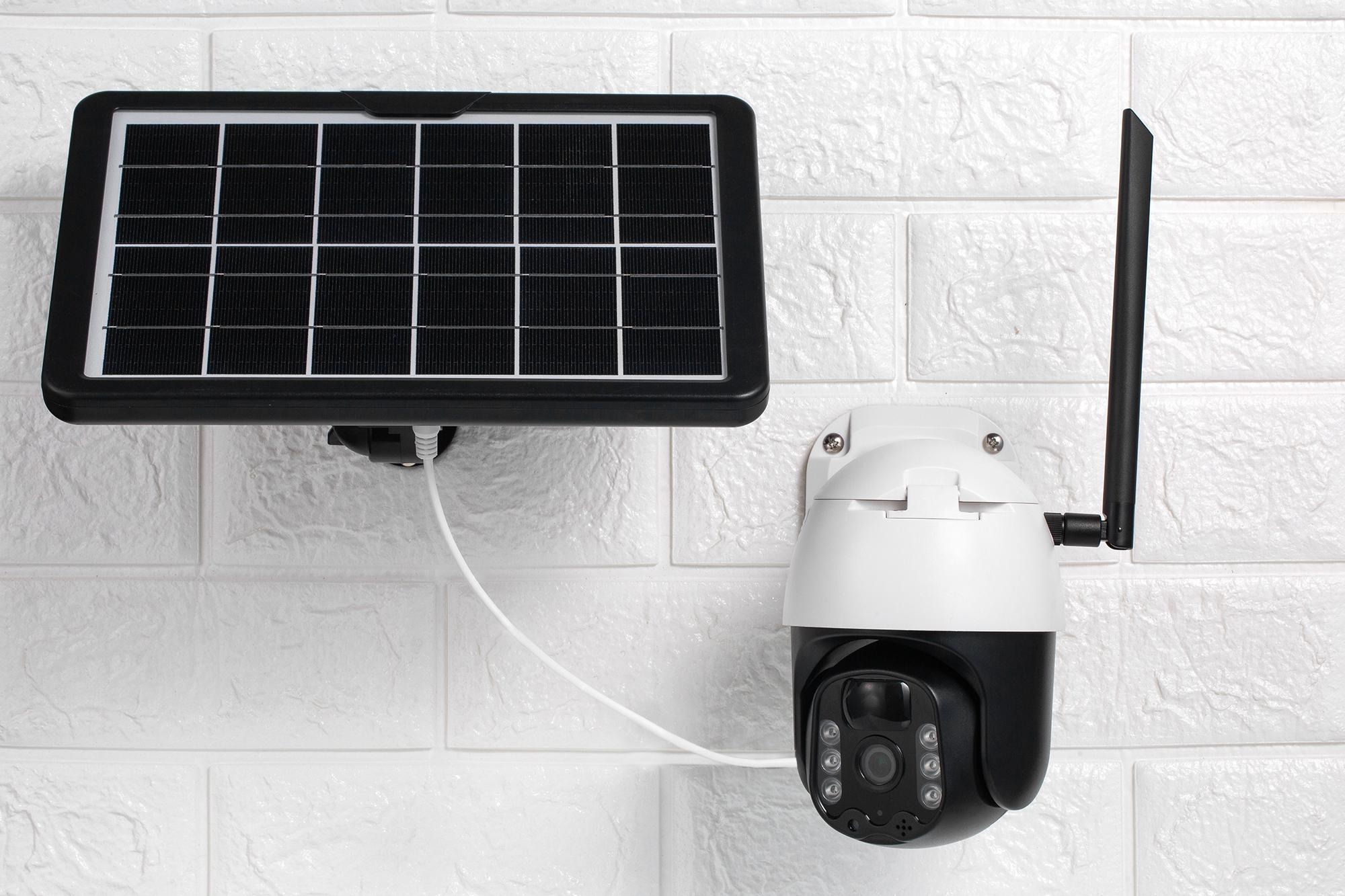 caméra pilotable avec panneau solaire indépendant